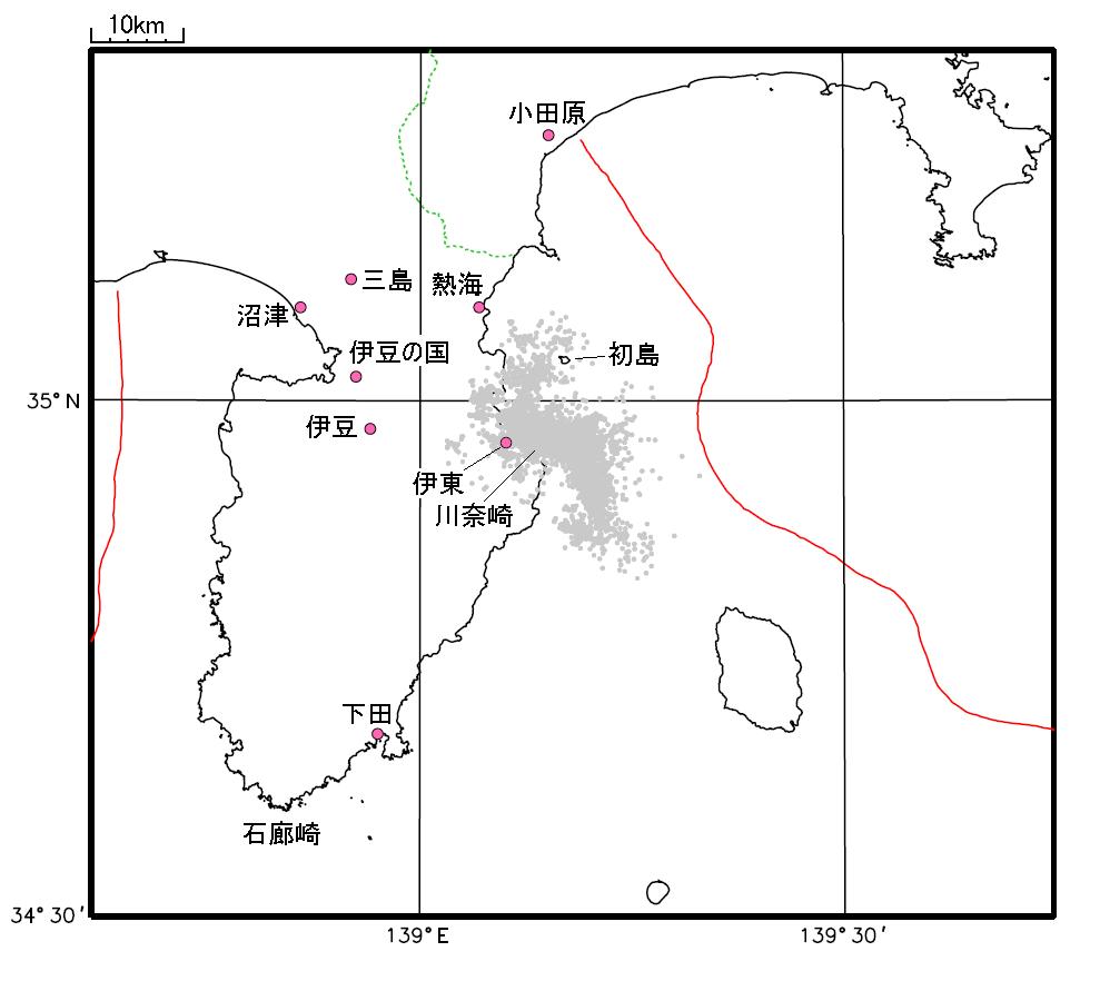 伊豆東部の群発地震の活動域